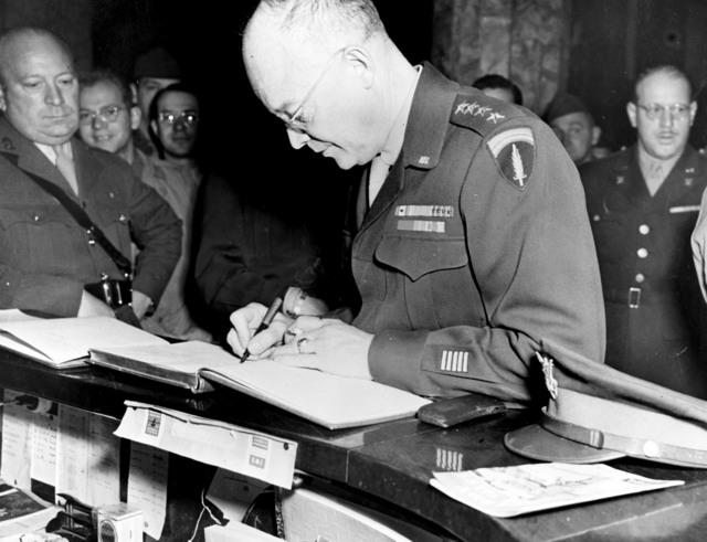 [Eisenhower During World War II in Paris]