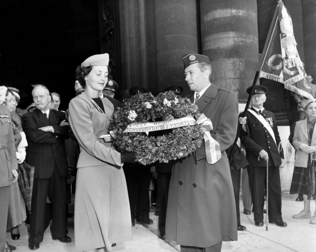 [French War Veterans Present Wreath for Sergeant Kelly Memorial]