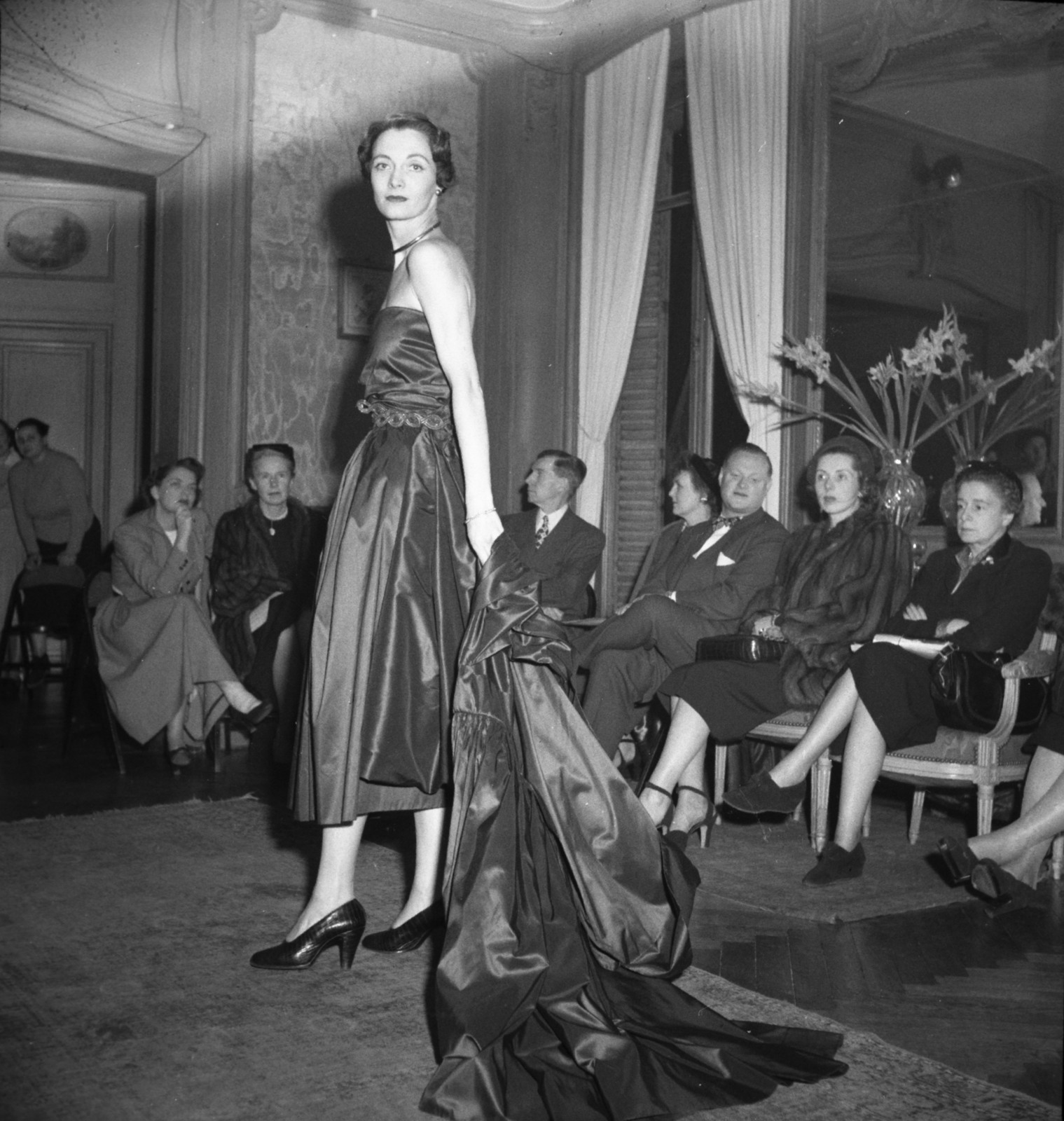 [Greek Fashion Show in Paris]