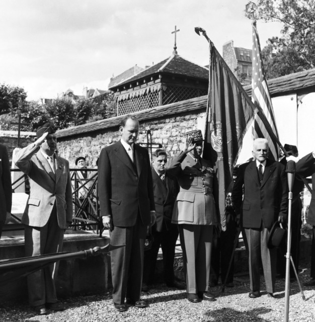 [Independence Day in Paris, 1955: At the PICpus Cemetery]