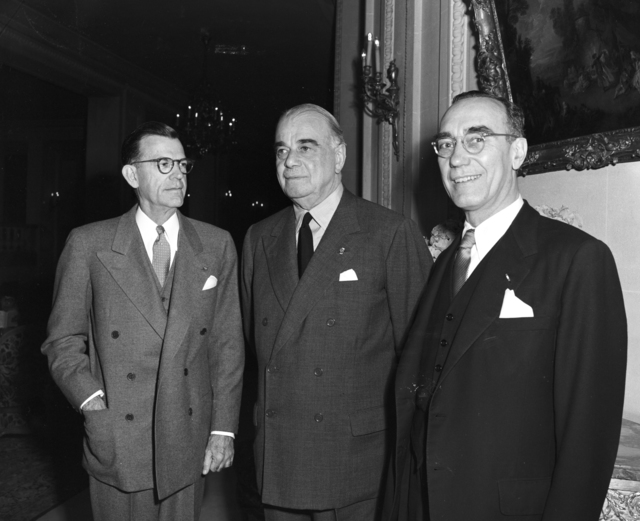 [Lord Ismay Receives Ambassador Draper at Luncheon in Paris]