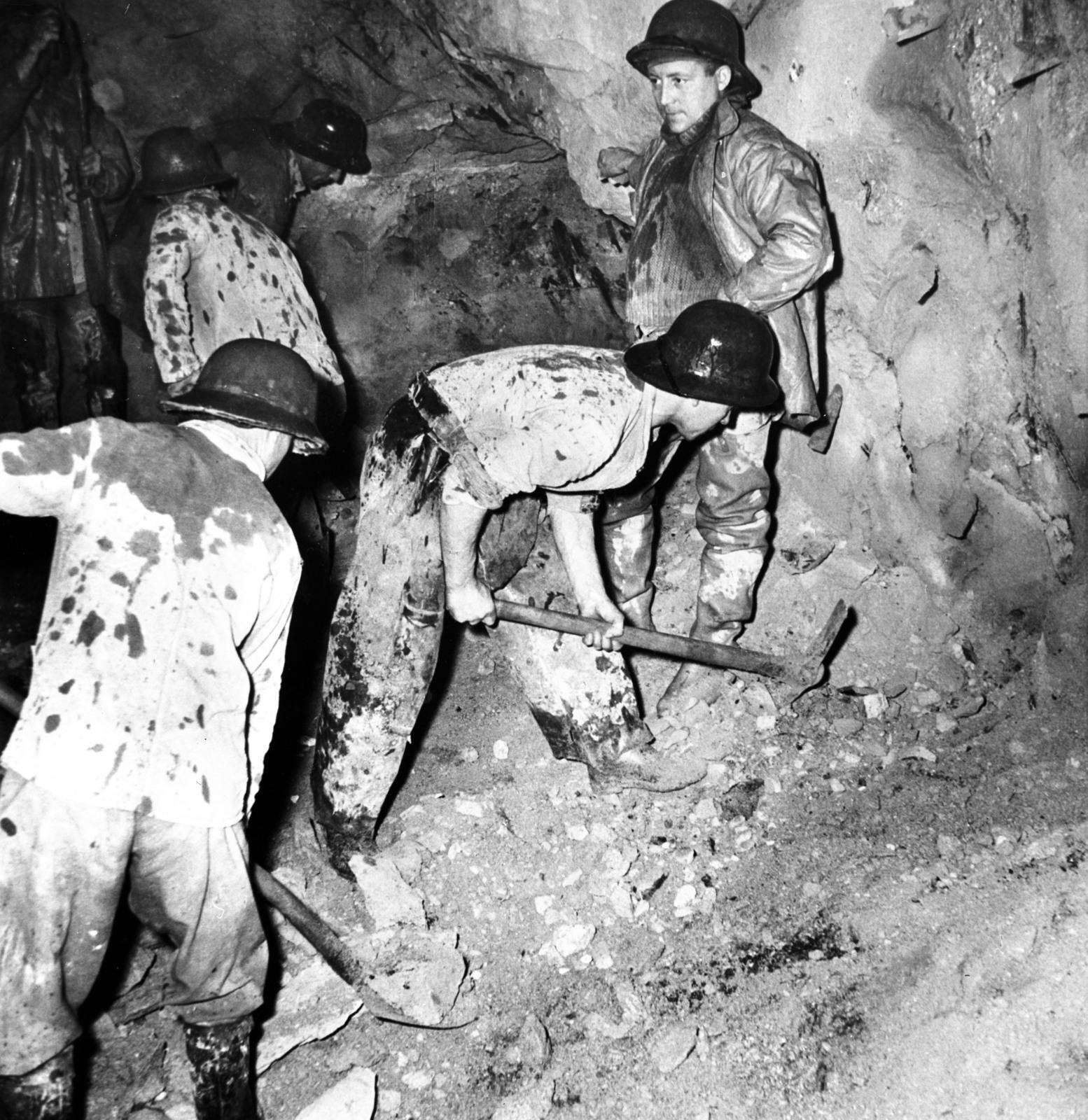 [Lorraine Coal Mining and Decazeville (Aquitaine)]