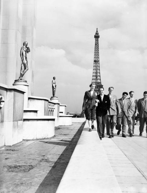 [Norwegian Students Essay Winners see Paris]