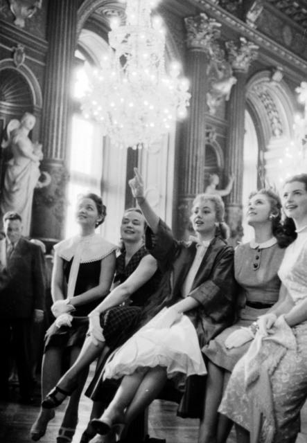 "[""Oklahoma"" Actors Received at Paris Hotel de Ville]"