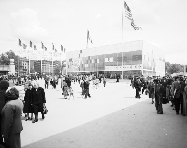 [Paris Fair, Crowds and Formal Opening]