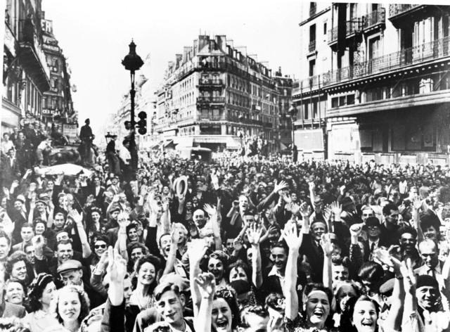 [Paris Greets Its Liberators (Intercontinental Pix)]