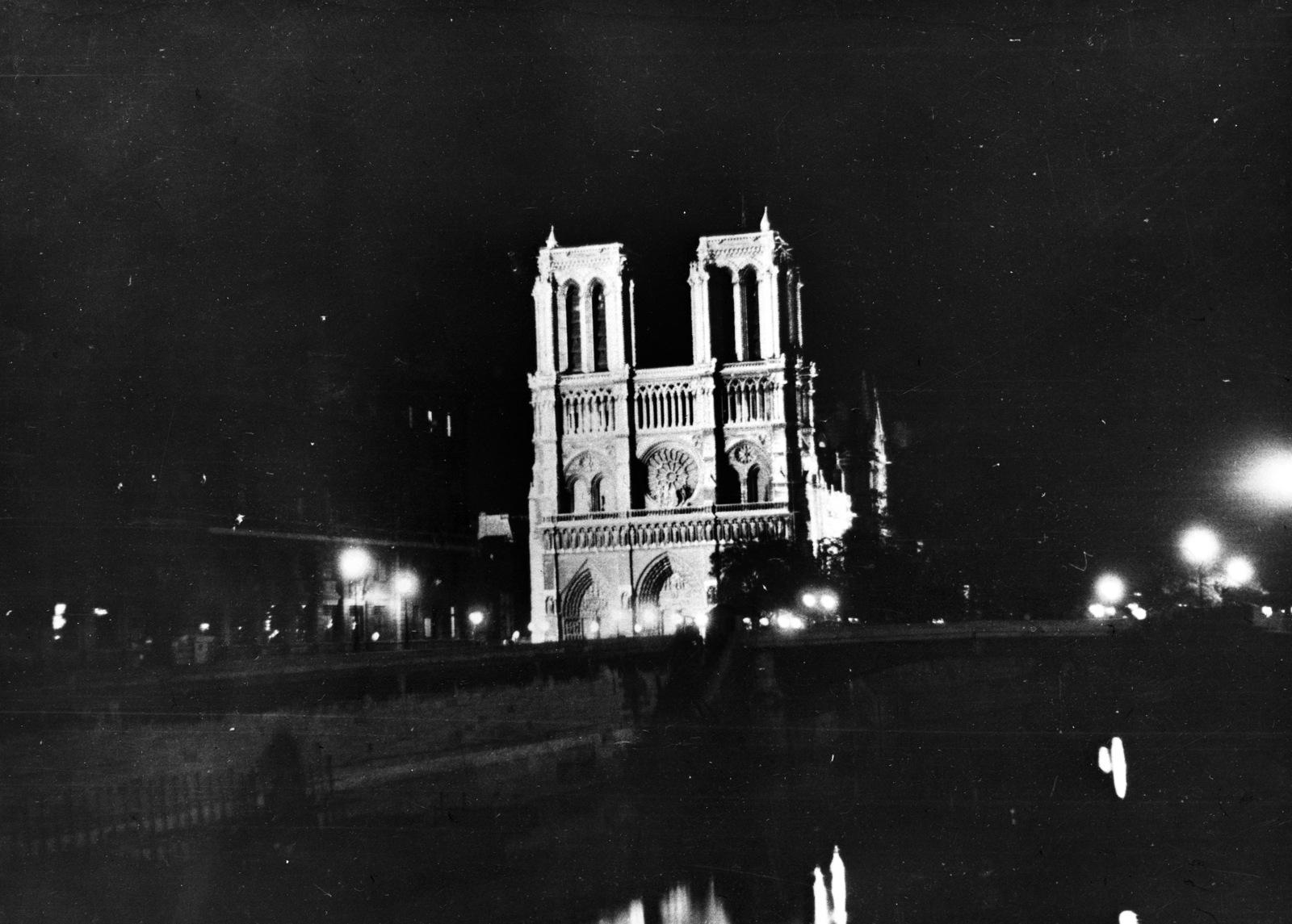 [Paris illuminated]