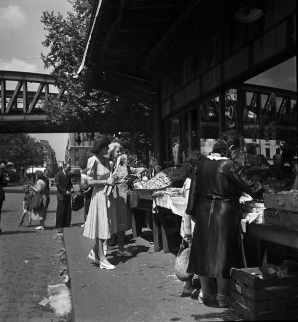 [Paris Market Scene]