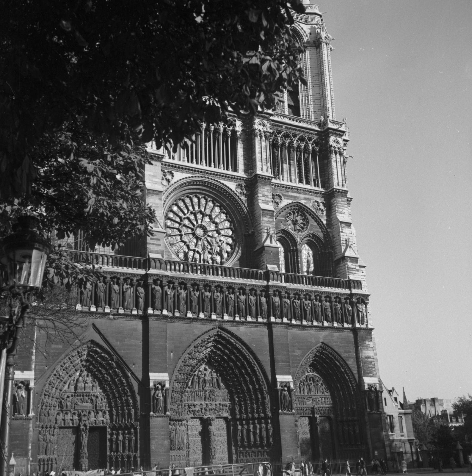 [Paris Scenes and Monuments]