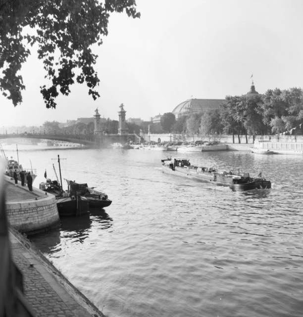 [Paris Scenes - Barges]