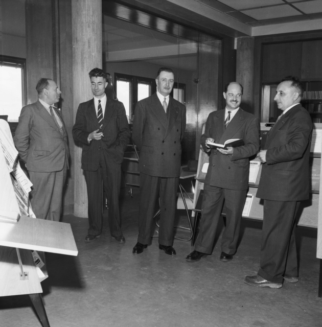 [Saclay, Nuclear Studies' Center, Arrival of US AEC Library Documents]