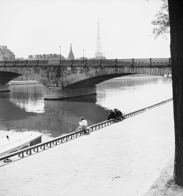 [Views of Paris (Chaillot, Place de la Concorde, Ecole des Beaus-Arts, Bridge on the Seine)]