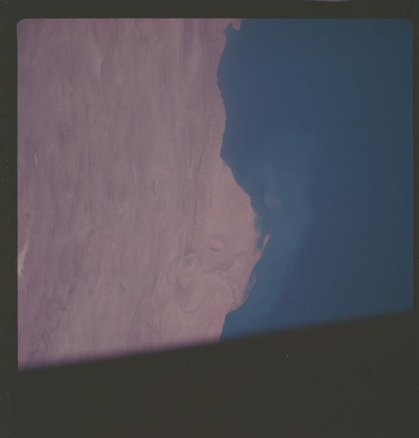 AS07-06-1701 - Apollo 7 - Apollo 7 Mission, Persian Gulf, Iran, coast of Kangan, Zagros Mountains