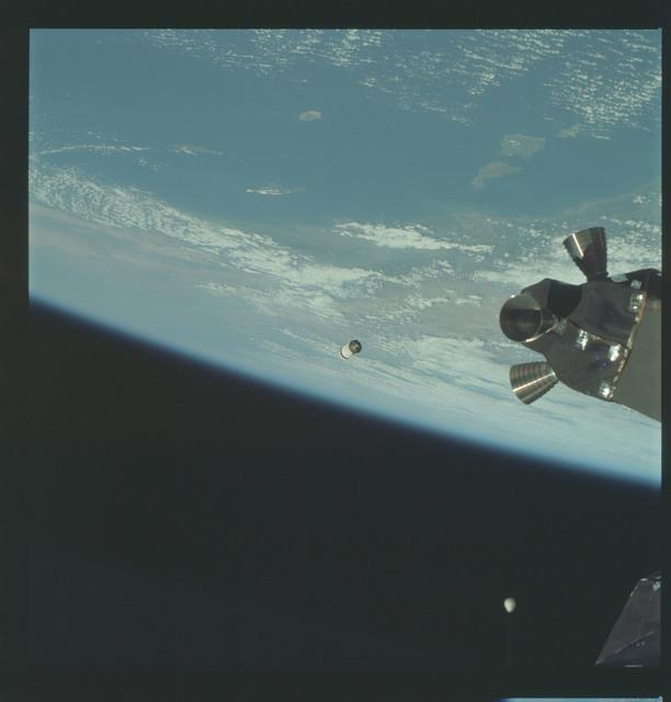 AS09-19-2949 - Apollo 9 - Apollo 9 Mission image - Earth limb over California with S.L.A. in distance
