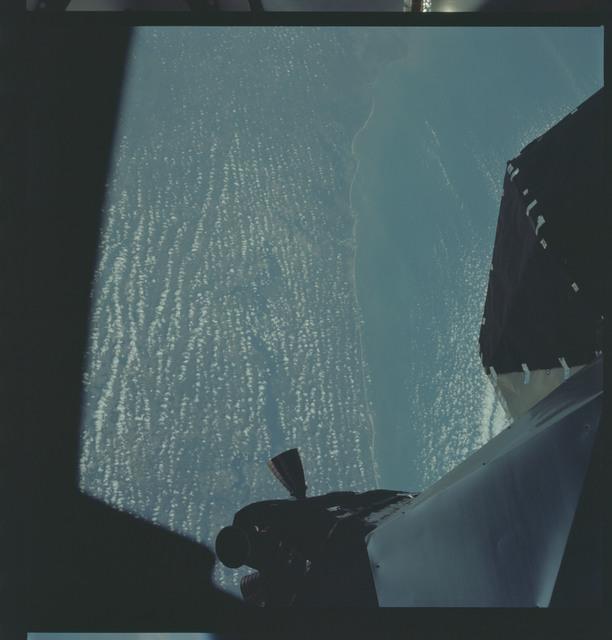 AS09-19-2961 - Apollo 9 - Apollo 9 Mission image - Earth limb
