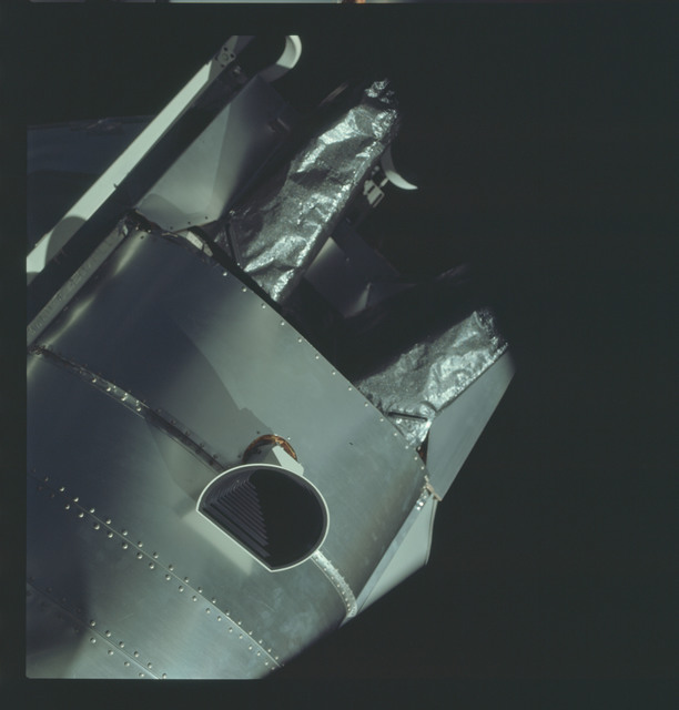 AS09-19-2963 - Apollo 9 - Apollo 9 Mission image - View of the side of the Lunar Module (LM) and antenna system