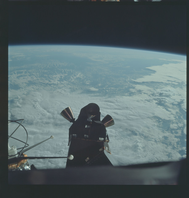 AS09-19-2971 - Apollo 9 - Apollo 9 Mission image - Lunar Module antenna system and quad-engines