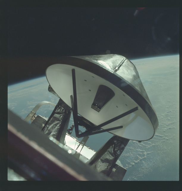 AS09-19-2973 - Apollo 9 - Apollo 9 Mission image - Lunar Module antenna system and quad-engines