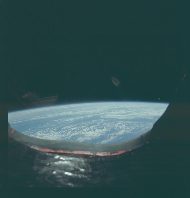 AS09-20-3105 - Apollo 9 - Apollo 9 Mission image - Earth limb