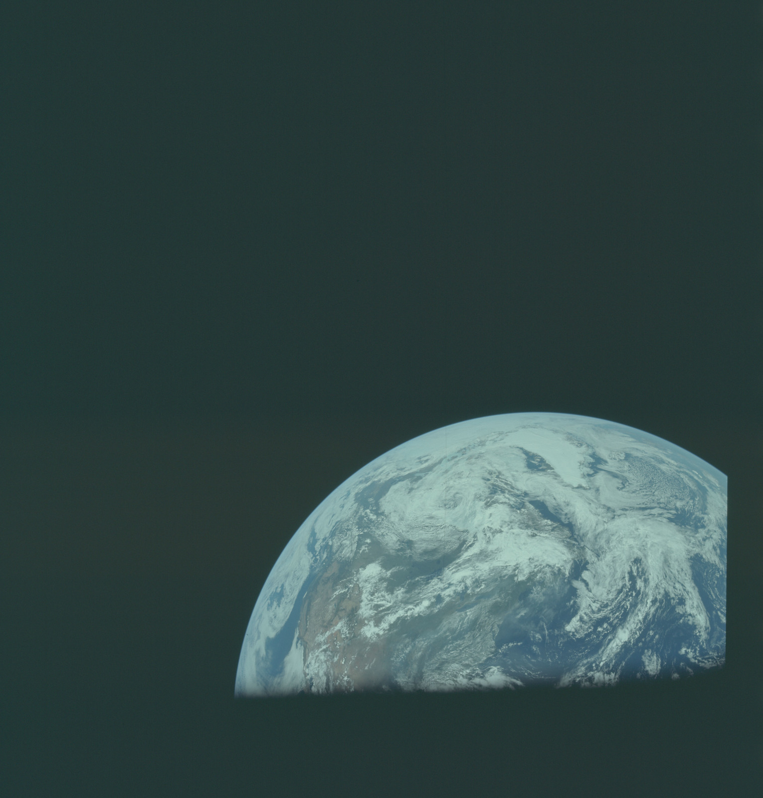 AS11-36-5323 - Apollo 11 - Apollo 11 Mission image - Earth limb