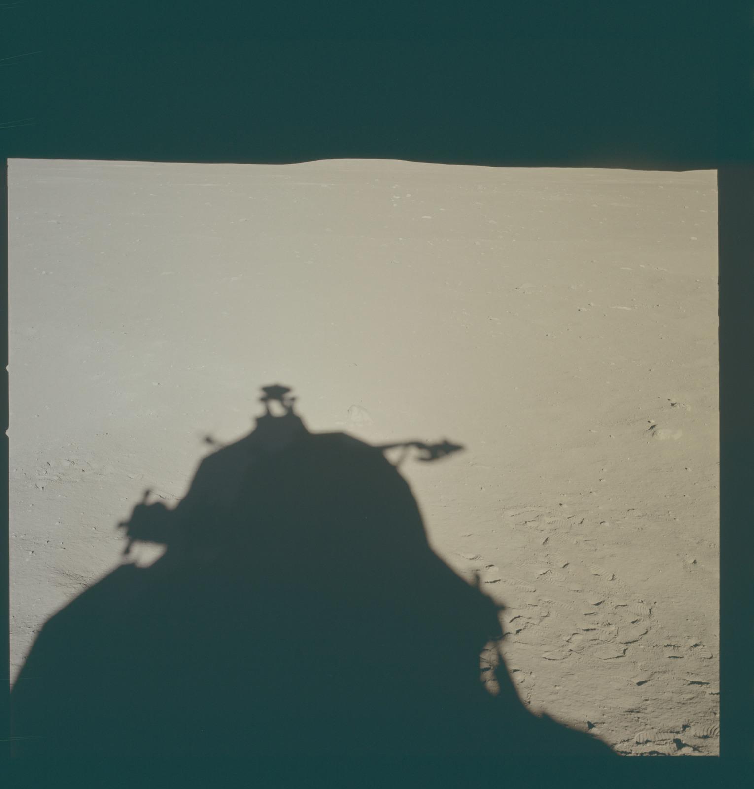 AS11-37-5464 - Apollo 11 - Apollo 11 Mission image - Lunar horizon from Tranquility Base