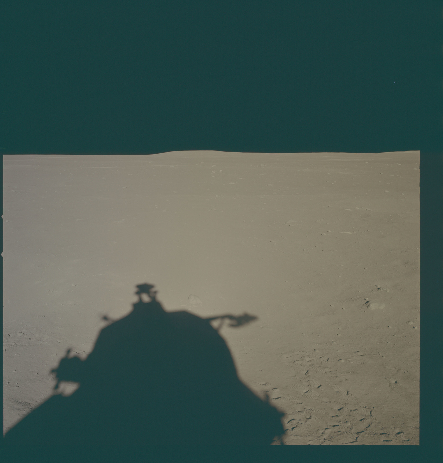 AS11-37-5489 - Apollo 11 - Apollo 11 Mission image - Lunar horizon from Tranquility Base