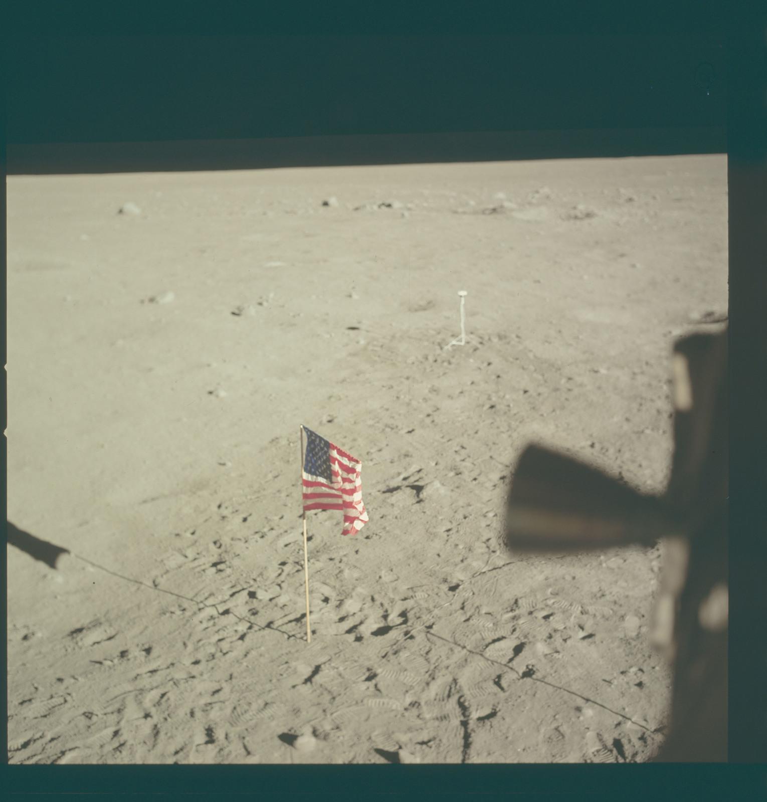 AS11-37-5546 - Apollo 11 - Apollo 11 Mission image - Lunar horizon from Tranquility Base