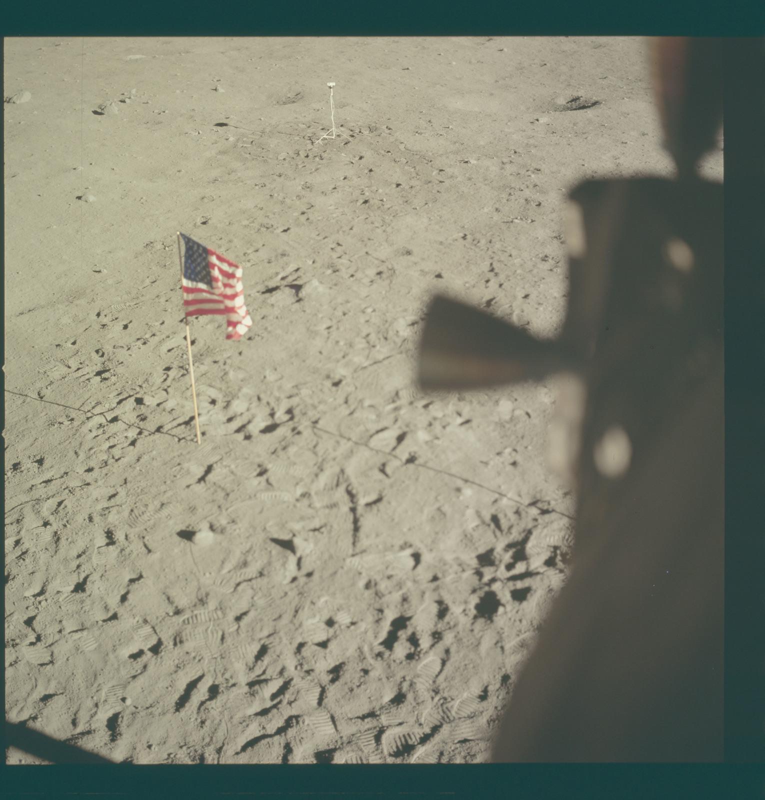 AS11-37-5555 - Apollo 11 - Apollo 11 Mission image - Lunar horizon from Tranquility Base