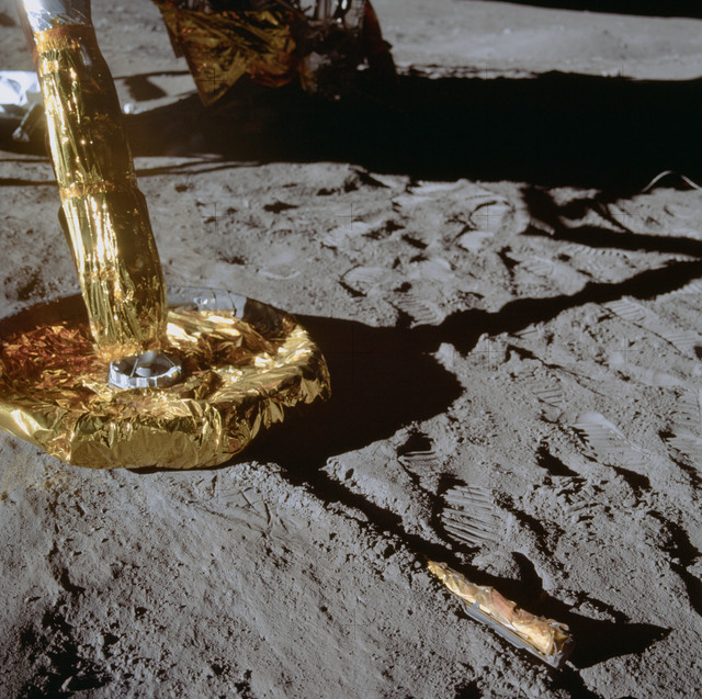AS11-40-5917 - Apollo 11 - Apollo 11 Mission image - Lunar Module footpad and contact probe