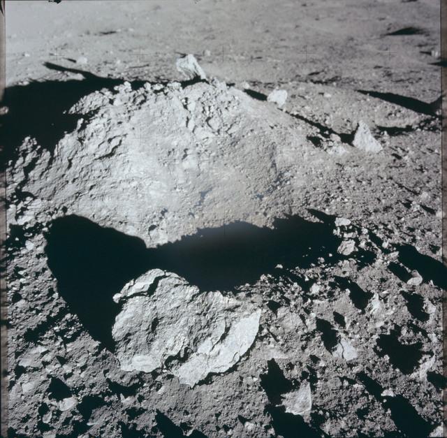AS12-46-6825 - Apollo 12 - Apollo 12 Mission image  - View of lunar surface mound