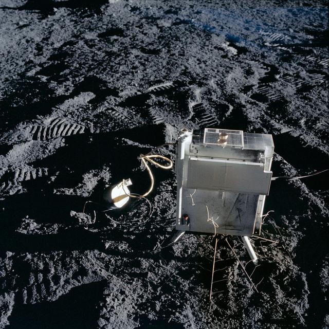 AS12-47-6922 - Apollo 12 - Apollo 12 Mission image  - ALSEP suprathermal ion detector experiment