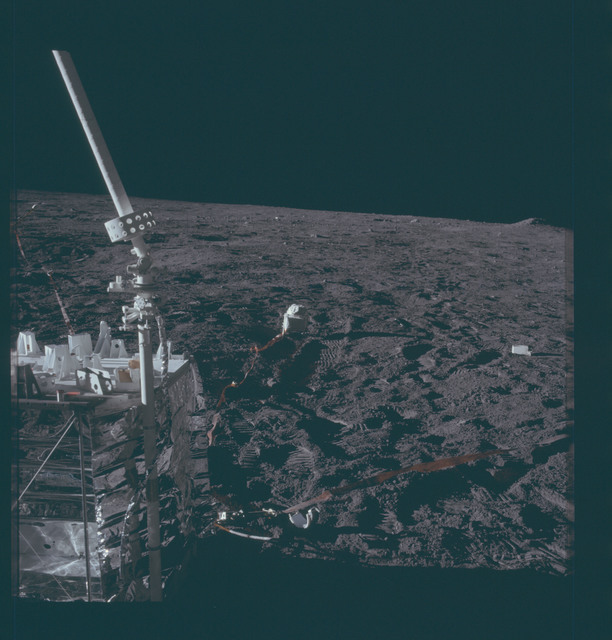 AS12-47-6929 - Apollo 12 - Apollo 12 Mission image  - ALSEP central station and antenna