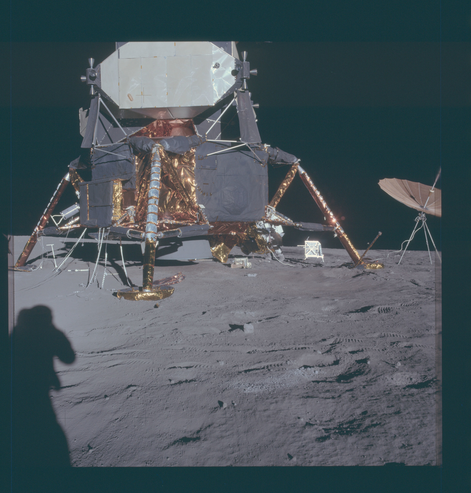 фото олдрина в лунном модуле нас много полезных