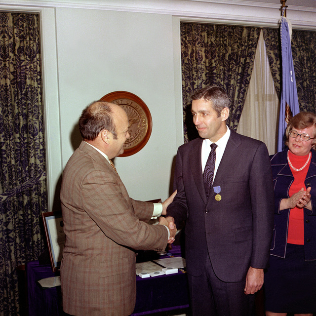 Secretary of Defense Melvin R. Laird, left, congratulates Carl Walske, chairman, military liaison committee and assistant to the secretary for atomic energy, after presenting him with the Department of Defense Distinguished Civilian Service Medal during a ceremony at the Pentagon. Walske has served in his position since October 3, 1966. Looking on is his wife