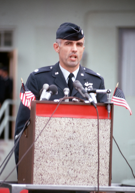 Former POW and U.S. LCOL George Grigsby McKnight at the microphone, thanks the crowd and press upon arriving on a flight from Clark Air Base. LCOL McKnight was captured on 6 Nov 65 and released by the North Vietnamese in Hanoi 12 Feb 73