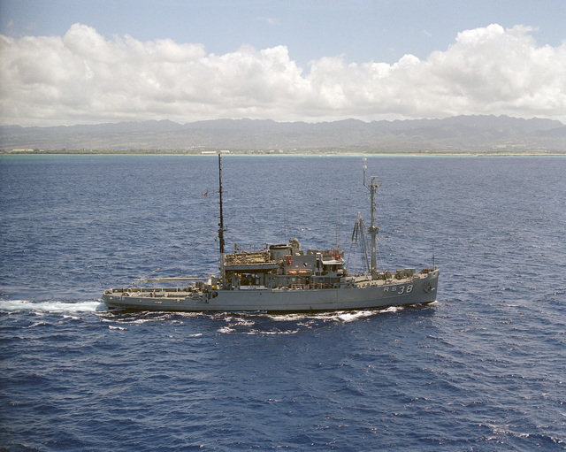 An aerial starboard beam view of the salvage ship USS BOLSTER (ARS 38) underway