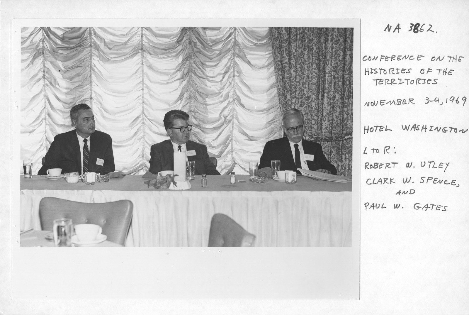 Photograph of the Conference on the History of the Territories