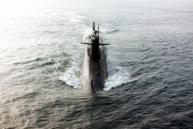 An aerial bow view of the nuclear-powered strategic missile submarine USS THOMAS JEFFERSON (SSBN 618) underway