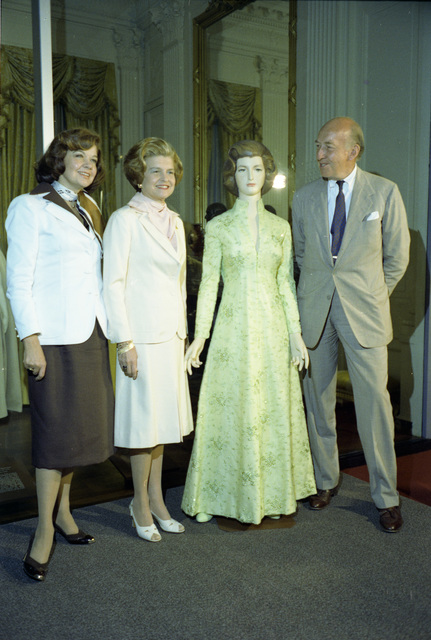 Photograph of First Lady Betty Ford with Designer Frankie Welch and S. Dillon Ripley at the Presentation of Her Gown to the First Ladies Collection at the Smithsonian Institution