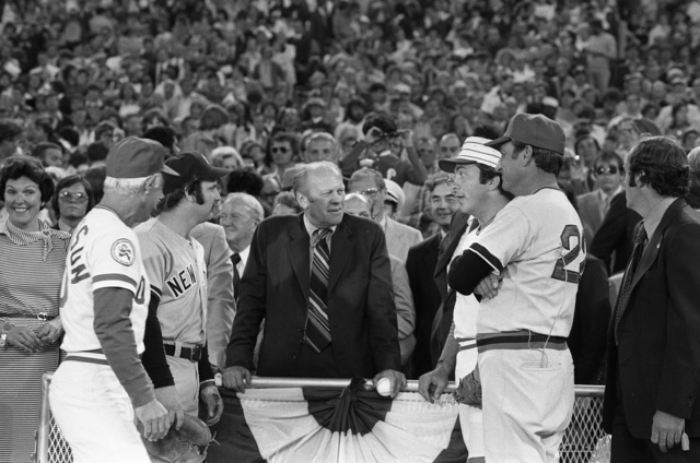 """President Gerald R. Ford, Darrell Johnson, George """"Sparky"""" Anderson, Thurman Munson, and Johnny Bench prior to Major League Baseball All-Star Game"""