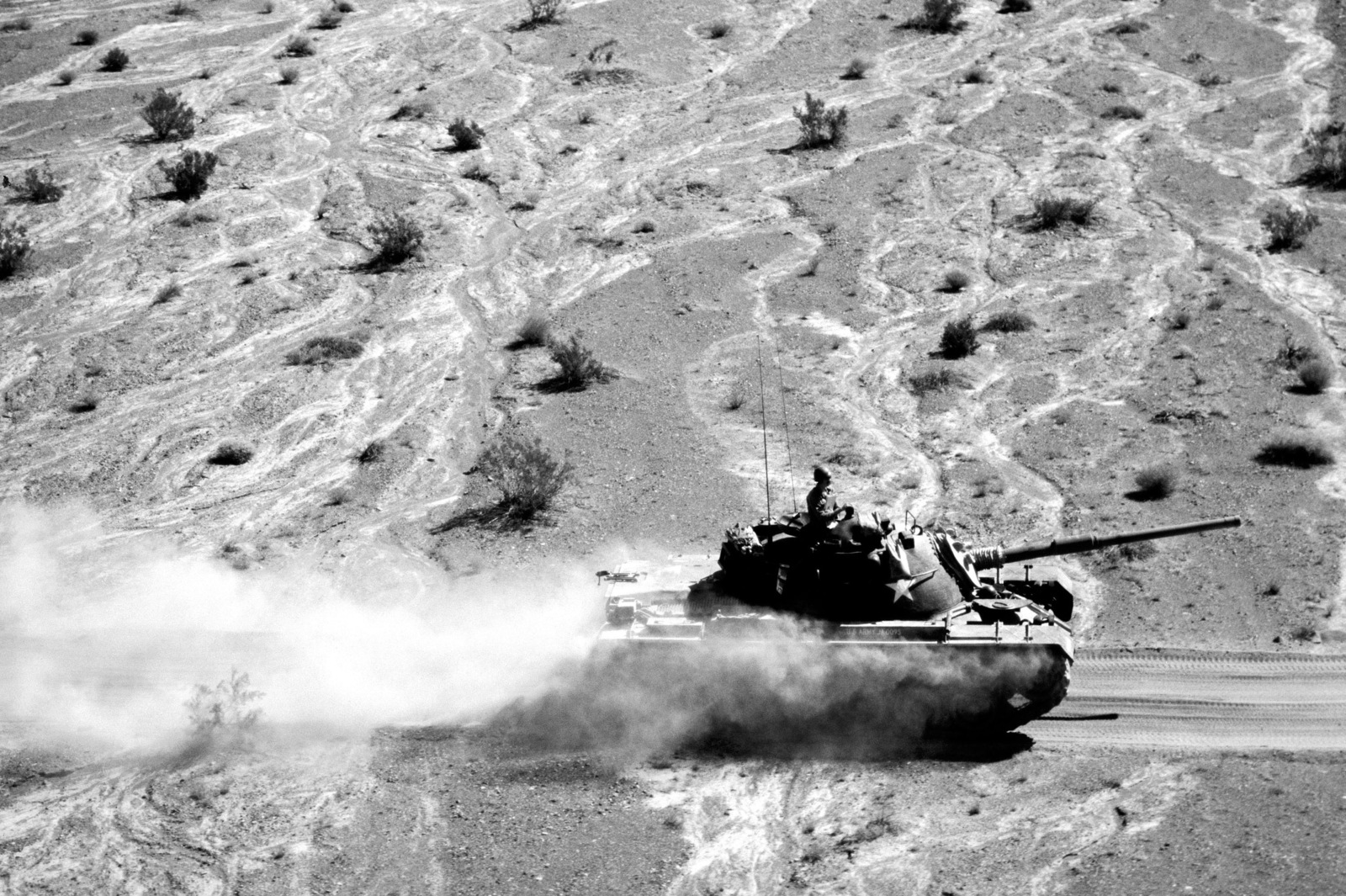 An Army M60 main battle tank moves across the Mojave Desert during Exercise BRAVE SHIELD XVI