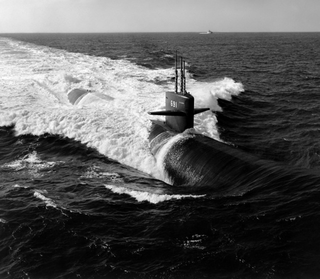 Aerial starboard bow view of the nuclear-powered attack submarine USS MEMPHIS (SSN 691) underway