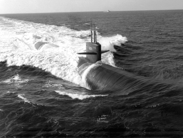 Aerial starboard bow view of the nuclear-powered attack submarine USS MEMPHIS (SSN-691) underway