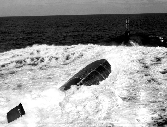 Aerial starboard quarter view of the nuclear-powered attack submarine USS MEMPHIS (SSN-691) underway