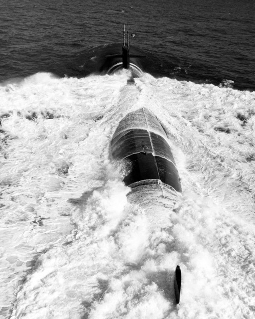 Aerial stern view of the nuclear-powered attack submarine USS MEMPHIS (SSN 691) underway