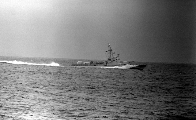 A starboard beam view of the Ecuadorian fast attack craft (missile) QUITO (LM-31) underway