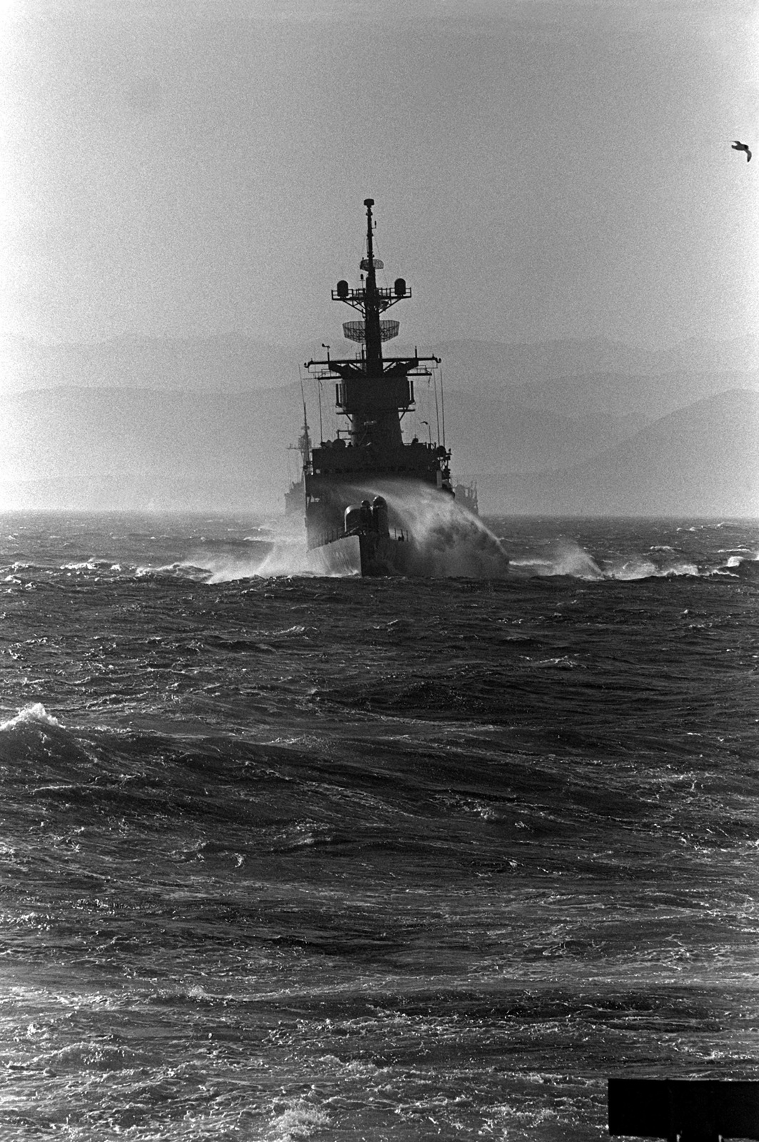 A wake washes over the port bow of the frigate USS JESSE L. BROWN (FF-1089) during exercise Unitas XX
