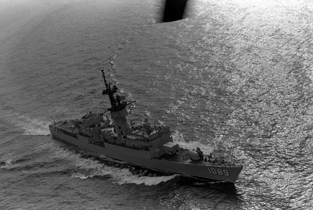 An aerial starboard bow view of the frigate USS JESSE L. BROWN (FF-1089) underway during exercise Unitas XX