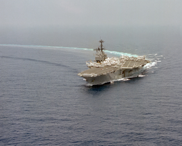 A high angle port bow view of the aircraft carrier USS INDEPENDENCE (CV-62) making a right turn