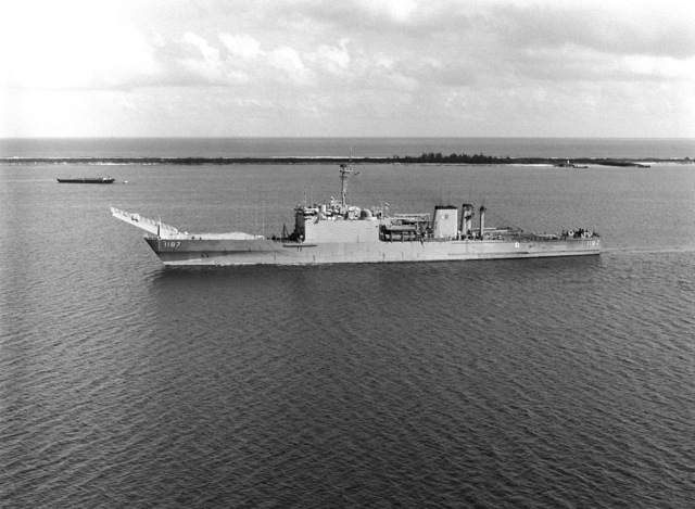 An elevated port view of the tank landing ship USS TUSCALOOSA (LST 1187) underway